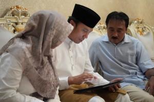 Ketua DPRD dan Istri Mengisi Data Sensus Penduduk 2020