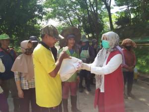Persatuan Istri Anggota DPRD Provinsi Jambi Bagikan Sembako
