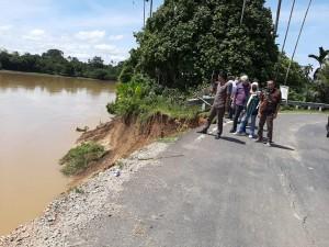 Komisi III Cek Ruas Jalan Provinsi di Padang Lamo-Tebo Nyaris Putus