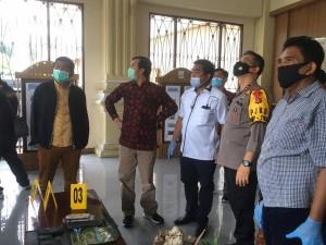 Anarkis dan Ditemukan Bekas Tembakan Peluru di Kaca Gedung DPRD, Polisi Bubarkan Pengunjuk Rasa